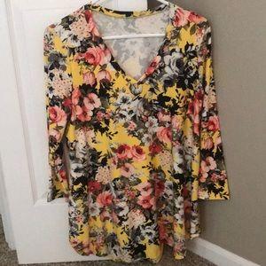 3/4 length floral top